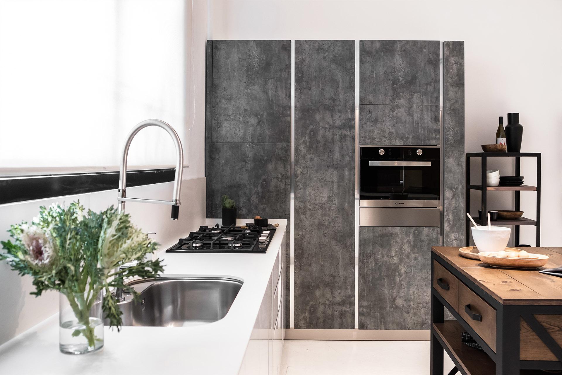 white countertop of glam kitchen design